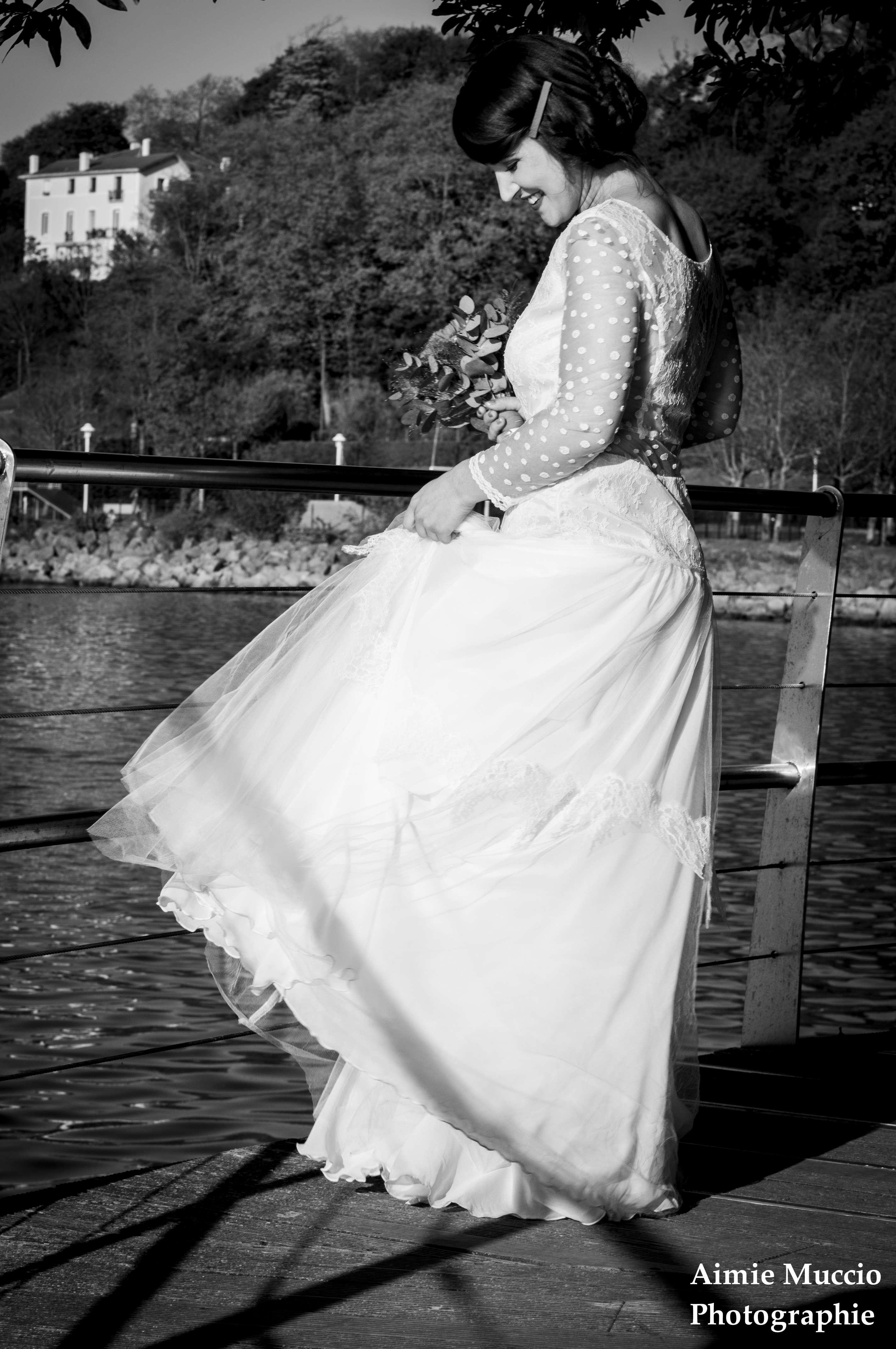 robe de mariée au bord de l'eau