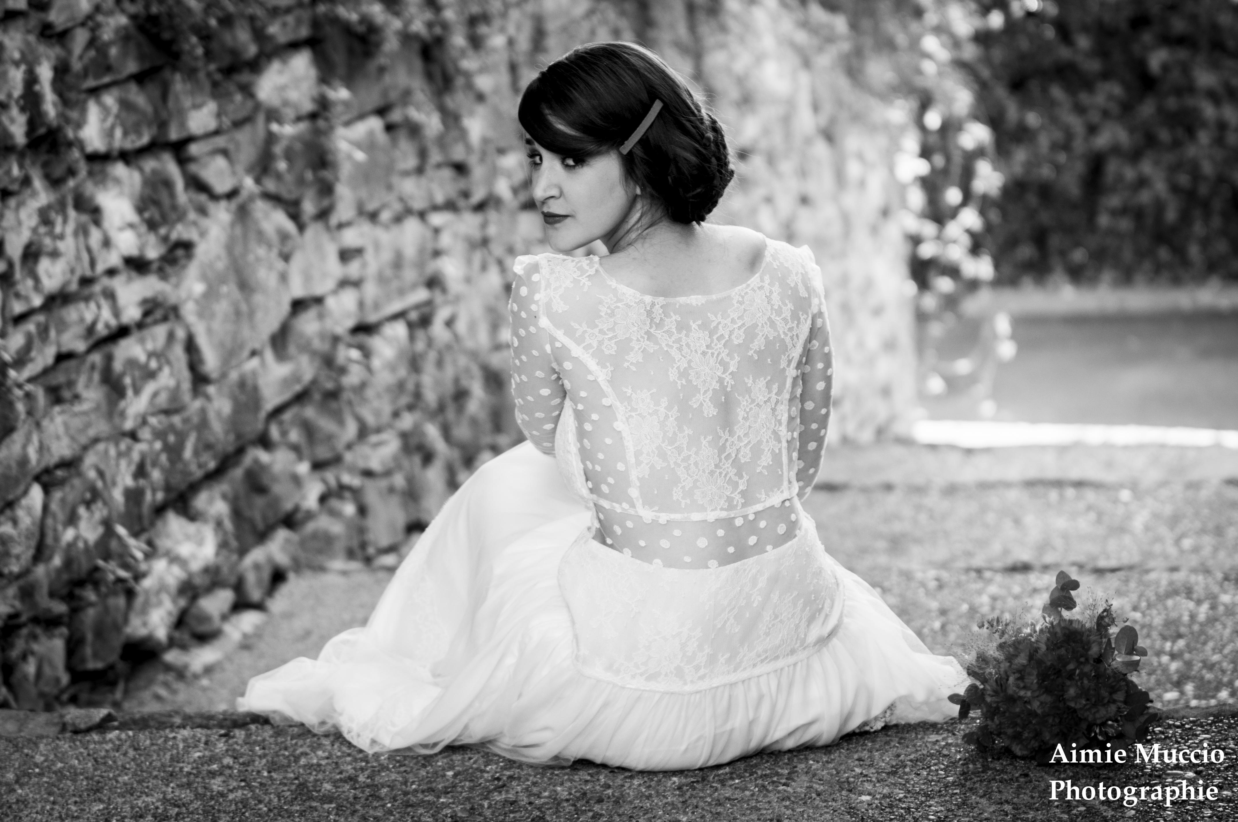 robe Hegoak assise escalier pierres